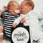 Una madre crea unas bonitas tarjetas para celebrar hitos especiales de los bebés prematuros