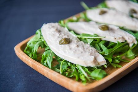 Ensalada de pollo con salsa de atún Isabel