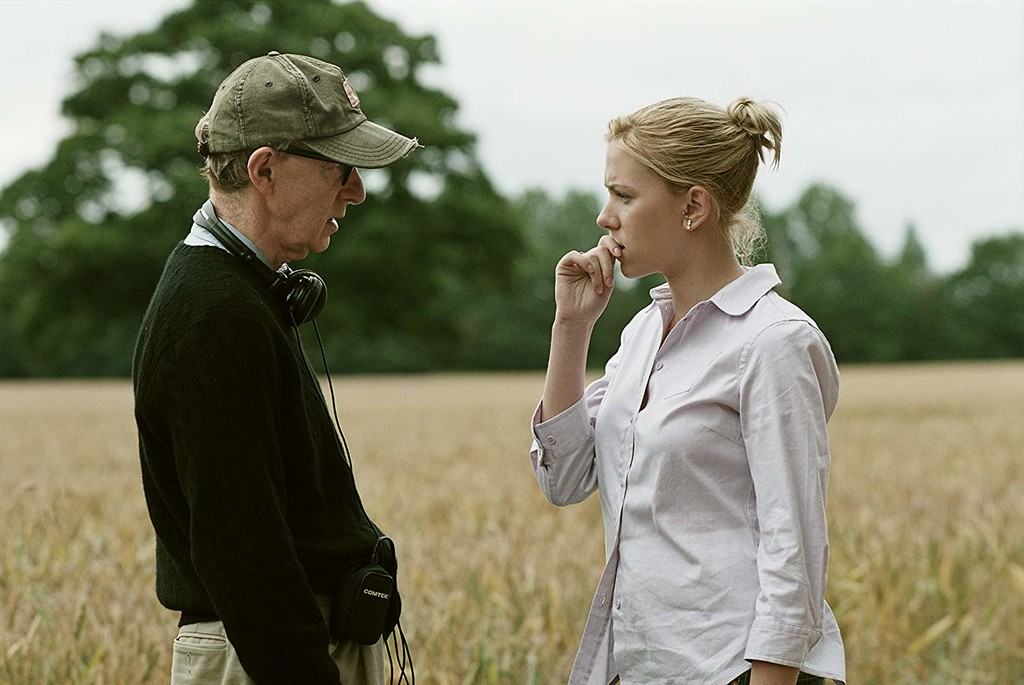 Scarlett Johansson is positioned in favor of Woody Allen: