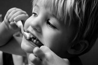 Consejos para prevenir las caries en los niños