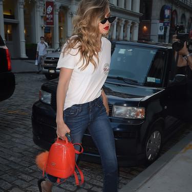 Gigi Hadid se apunta a la última tendencia: las mini mochilas