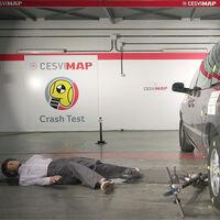 """Llegan los crash test de patinetes eléctricos: este vídeo muestra que ir """"solo"""" a 25 km/h sin casco puede ser fatal"""