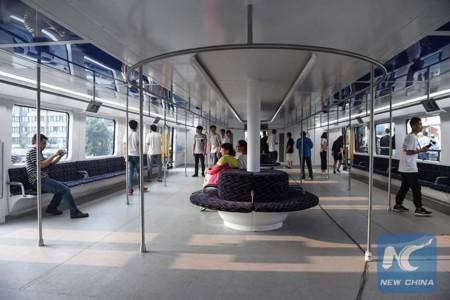 Straddling Bus China 2