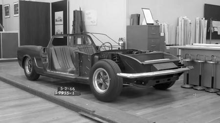En Ford no tienen idea de dónde salió este Mustang de motor central, y piden ayuda al público para identificarlo