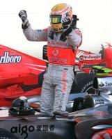 Massa gana, Lewis hace historia