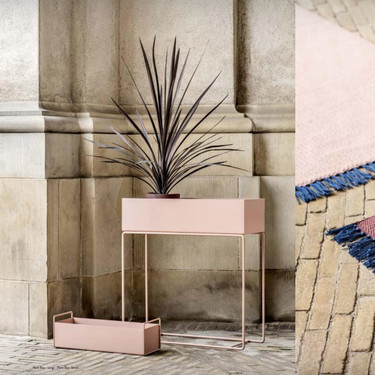 Ferm Living nos presenta la colección primavera verano 2018 y es sorprendentemente sobria y elegante