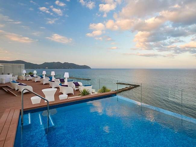 Cala Bona hotel con terraza