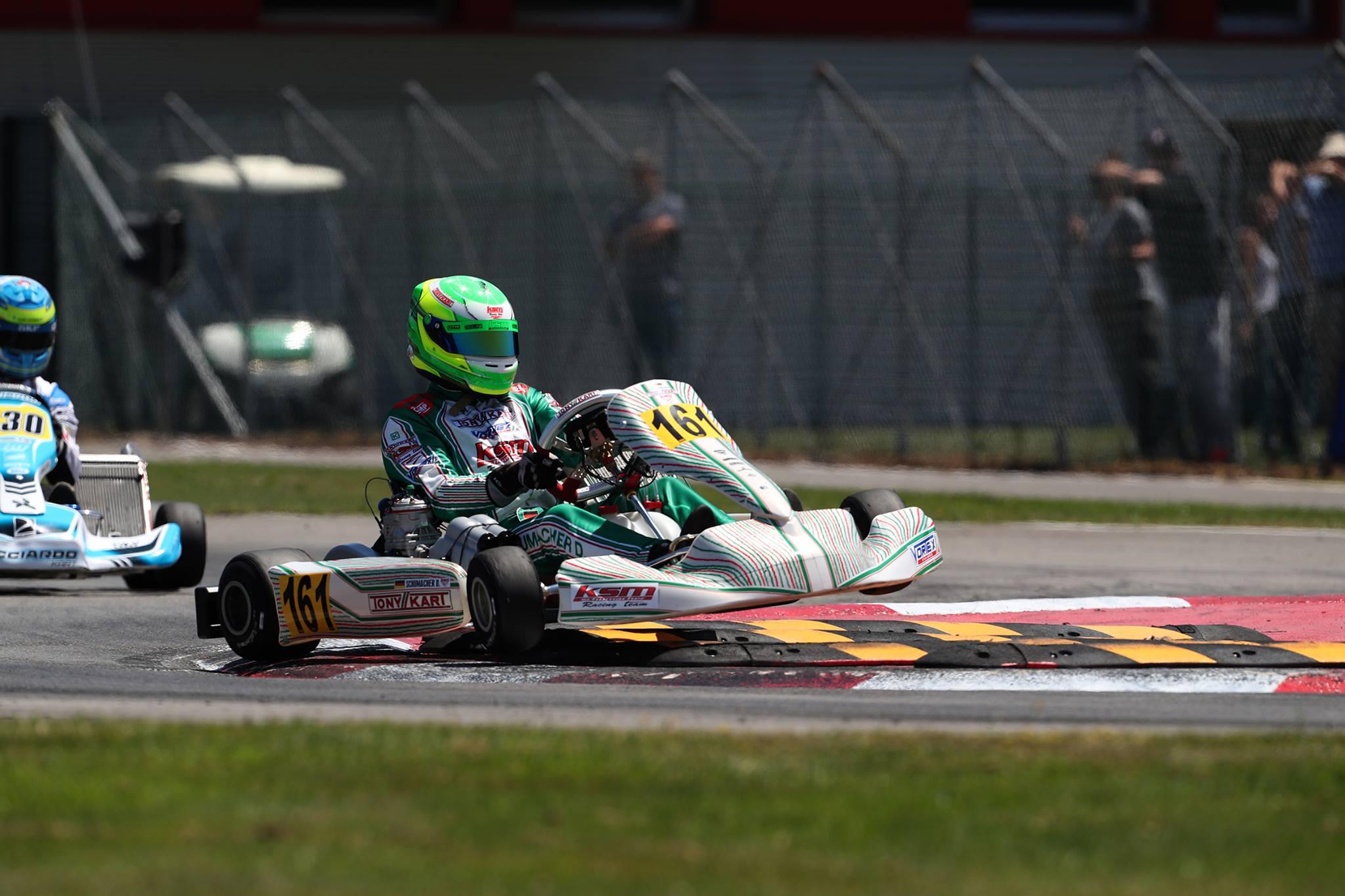 Circuito Karting : Ralf schumacher y fernando alonso se pelean por la