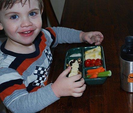 Aplica la regla del 10 para que tus niños coman frutas y verduras