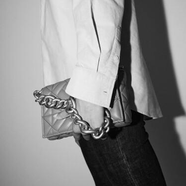 El nuevo 'bolso plaga' de Zara es verde y se inspira en uno de los modelos más famosos de Bottega Veneta
