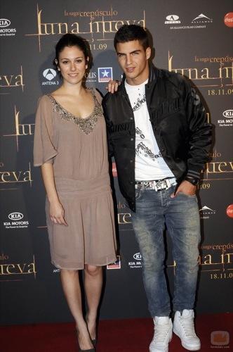 Alfombra roja con famosas españolas en la premiére de Luna Nueva en Madrid, Blanca Suárez y Maxi Iglesias