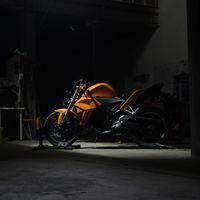 De las fábricas de Foxconn no solo salen iPhones, también motos eléctricas que cuestan 9.400 dólares