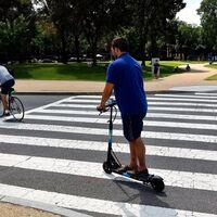 El primer seguro de pago por uso para patinetes eléctricos ya está en España y marca el futuro de los VMP
