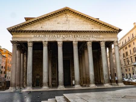 21 de abril, cuando el sol ilumina la puerta del Panteón de Agripa