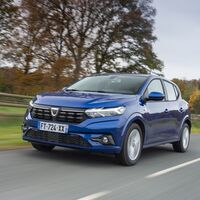 Los nuevos Dacia Sandero y Logan, a revisión en España: el capó podría abrirse en marcha por un defecto en el cierre