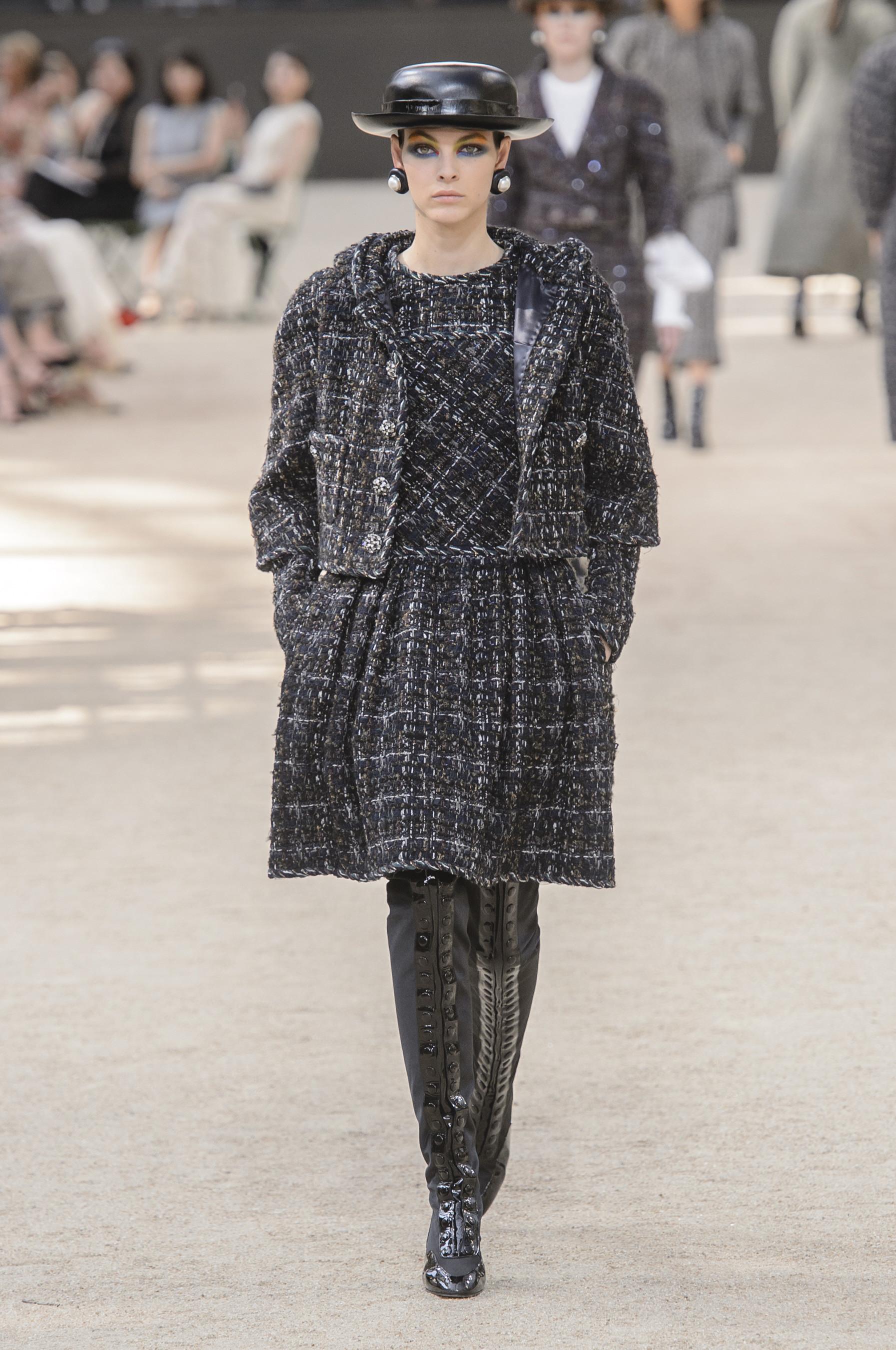 Foto de Chanel Alta Costura Otoño 2017 (4/64)