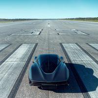 Un vídeo para la historia: el McLaren Speedtail vuela a 403 km/h y pulveriza el récord del McLaren F1