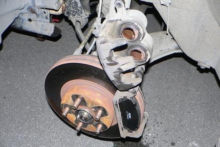 No llega liquido de frenos a las ruedas delanteras
