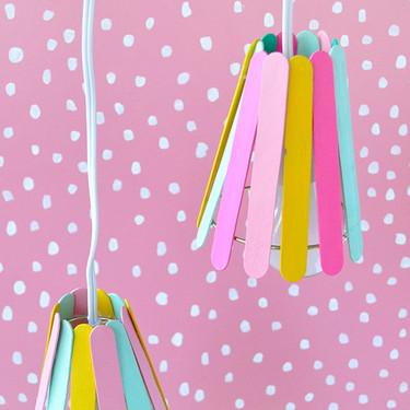 Hazlo tú mismo: lámparas alegres y divertidas con palitos de helado