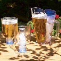 Jarra y vasos que mantienen frías tus bebidas