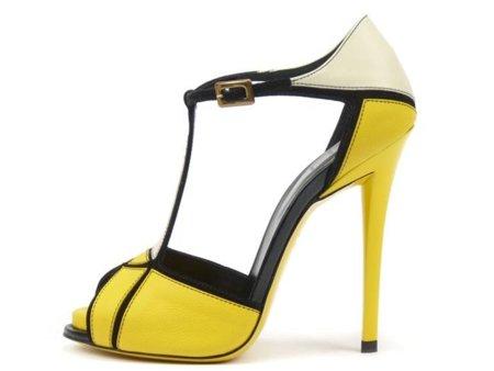 t-bar-chic-sandal_amarilla.jpg