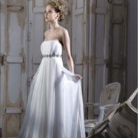 Adolfo Dominguez Costura enseña sus primeros vestidos de novia