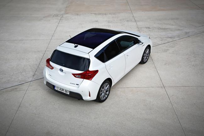 Toyota Auris HSD con techo solar Skyview