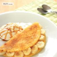Tortilla de huevo dulce rellena de plátano. Receta