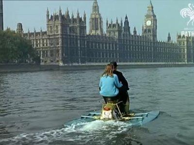 ¿Dónde vamos? ¿Mar o montaña? Pues cojamos el scooter acuático o el scooter tienda