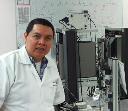 Ingeniero mexicano desarrolla bisturí inteligente para neurocirujanos