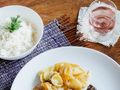 Chuleta de cerdo con manzanas y cebolla caramelizada. Receta