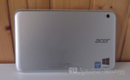 Acer Iconia W3 Trasera
