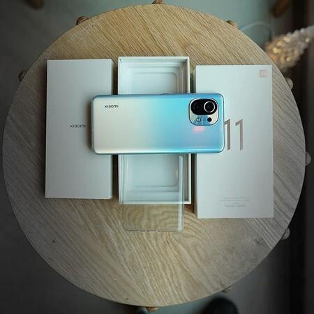 El nuevo Xiaomi Mi 11 viene con altavoces duales y una pantalla que lo hace perfecto para amantes del cine
