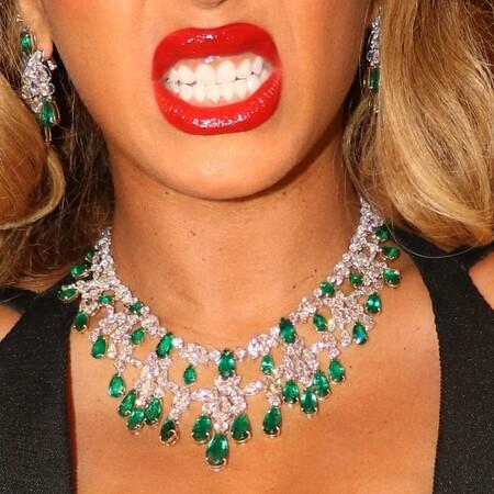 Beyonce Look Gala Verde Negro 2021 03