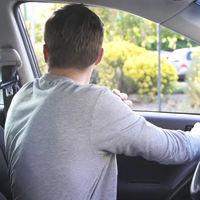 Dutch Reach: la maniobra holandesa para abrir la puerta del coche que evita accidentes ciclistas