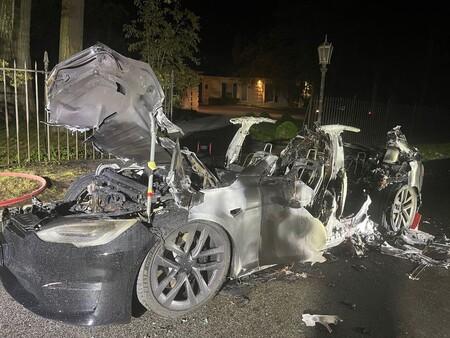 Tesla Model S Plaid incendiado