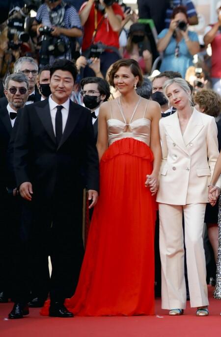 Maggie Gyllenhaal alfombra roja cannes 2021