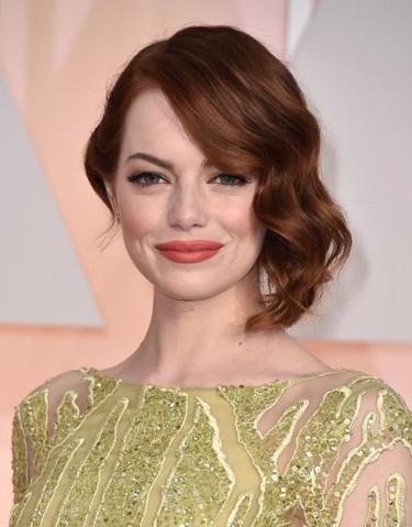 Emma Stone y la delicadeza de Elie Saab sobre la alfombra roja de los Oscars 2015