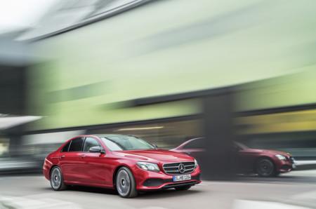 El Mercedes-Benz Clase E 2016 no te sorprenderá por su diseño, pero sí por su tecnología