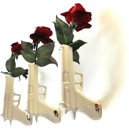 jarrón pistola con rosa