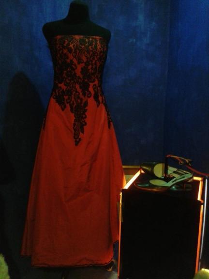 Vestido traído de París, Contamina 19