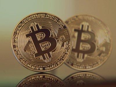 El bitcoin supera los 7.000 dólares, a menos de un mes de haber alcanzado los 5.000