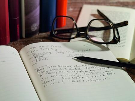 Si amas los libros, vas a querer regalarte uno de estos cuadernos de lectura por San Valentín