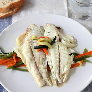 Dorada en papillote al microondas: la receta ligera y fácil de pescado con una textura perfecta