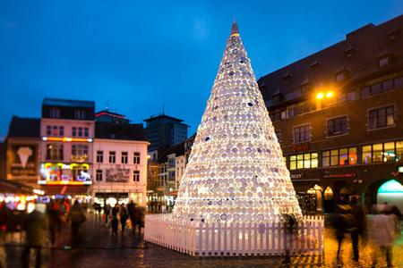 Taste, un árbol de Navidad hecho con tu vajilla