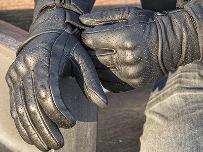 Llega el verano: hora de buscar guantes ventilados, con estilo y a precio razonable como los VQuattro Aston