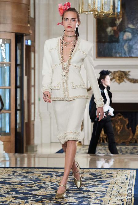 Si Cara Delevingne volvió a las pasarelas de la mano de Chanel será por algo, aquí una posible explicación
