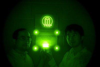 Un grupo de científicos crea el primer material capaz de emitir luz infrarroja