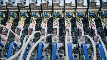Servidores en líquido hirviendo: esta es la idea de Microsoft para evitar el calentamiento en sus equipos