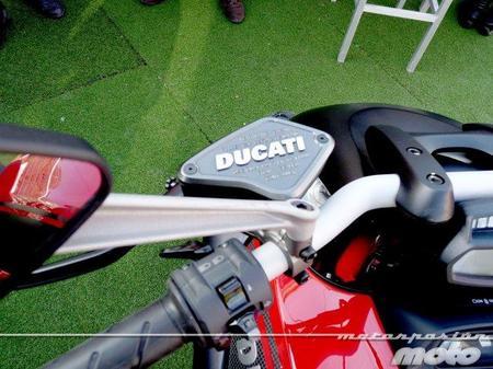 Detalle bomba de embrague Ducati Diavel